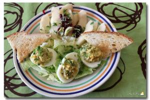 Œufs farcis à la cressonnette et salade à la poire