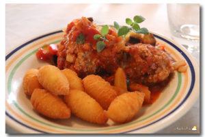 Boulettes en sauce tomate à l'aubergine et aux poivrons