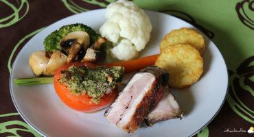 Côte de porc maturée au barbecue, légumes vapeurs et pommes röstis