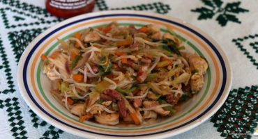 Nouilles sautées aux légumes, poulet & scampis