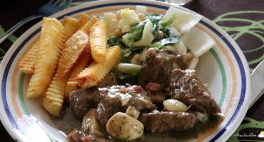 Carbonades à la Maredsous Brune, salade de chicon & salade de blé