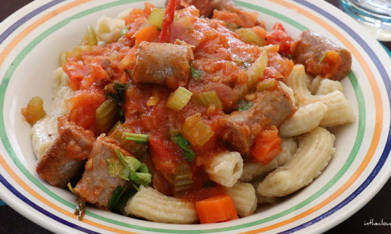 Pennes fraîches aux saucisses et sauce tomate