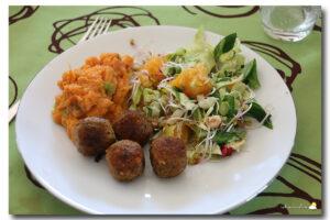 Falafels, purée de patates douces et salade de chou pointu fruitée
