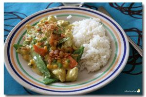 Poulet curry aux légumes, riz Thaï