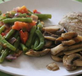 Sauté de veau, haricots tomatés, champignons